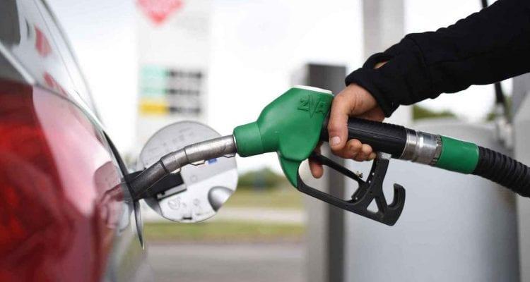 pompe essence 4 astuces économiser économies pollution