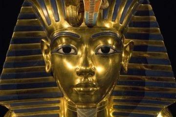 Toutankhamon sarcophage momie dague météorite