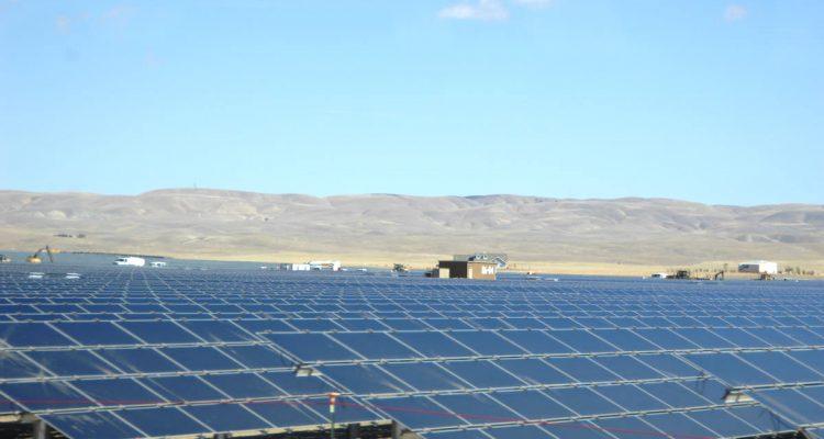 Combien De Panneaux Solaires Faudrait-Il Pour Alimenter La