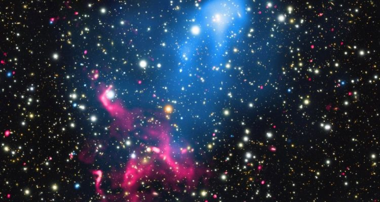 accélérateur cosmique de particules alimenté trou noir