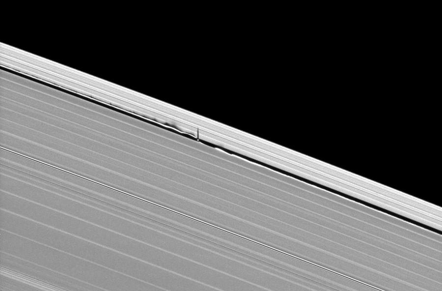ombre ondulante vague satellite naturel daphnis saturne