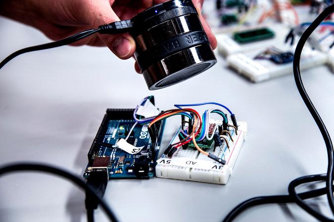 haut parleur onde sonore piratage telephone voiture securité informatique