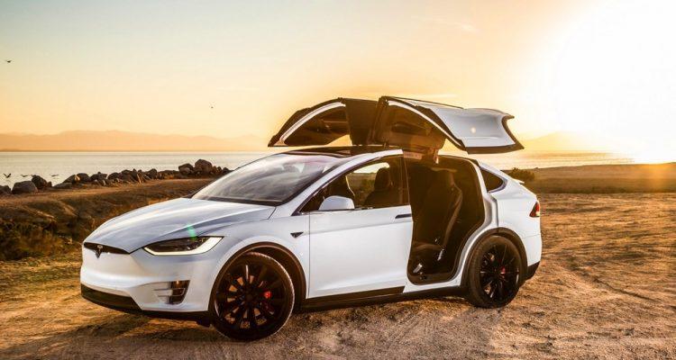 tesla model x modèle voiture électrique SUV sureté routiere