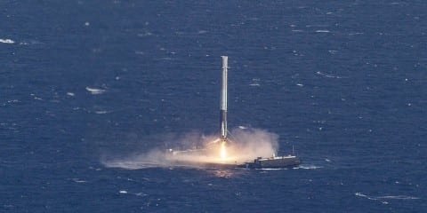 spacex flacon 9 atterrissage mer plateforme drone 8 avril 2016 dragon capsule