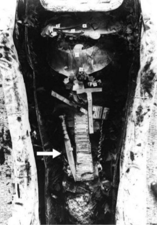 sarcophage toutânkhamon dague lame météorite