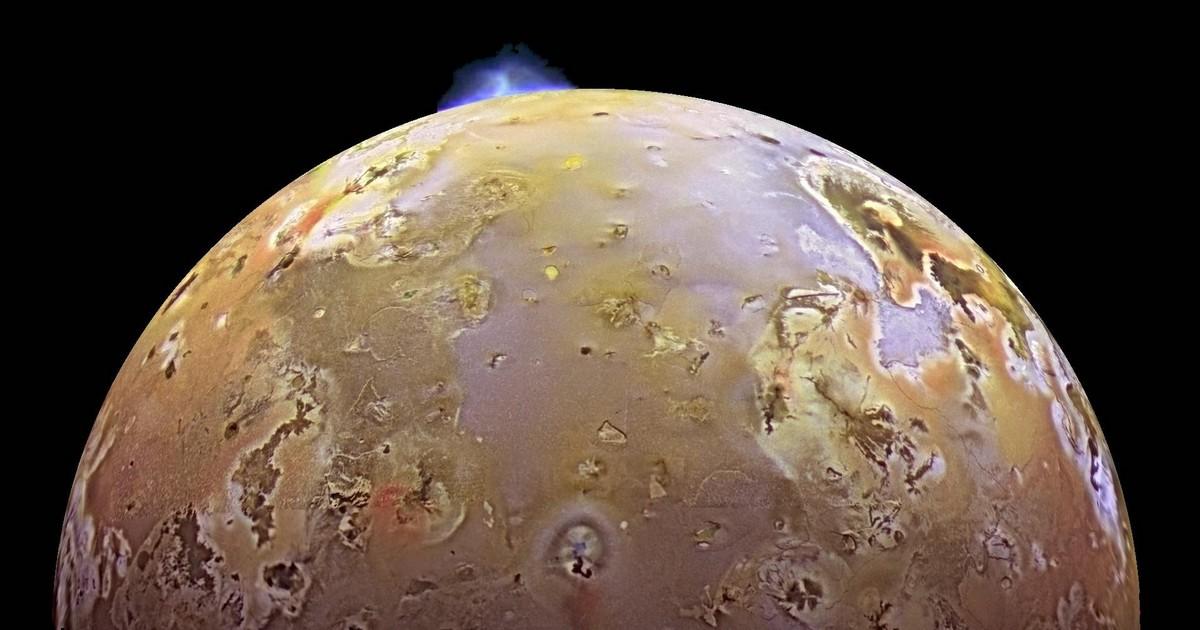 atmosphère volcanique gel io jupiter