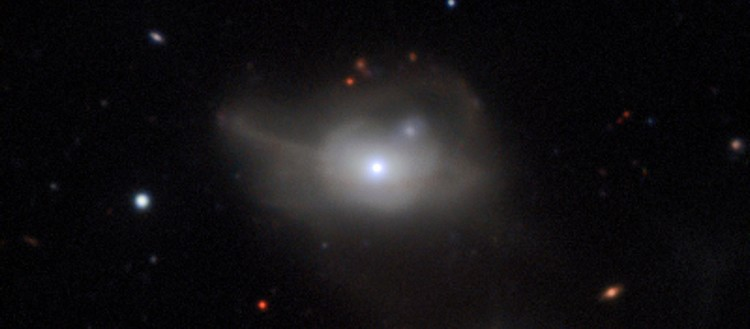 markarian-1018-galaxie-active-happee-par-trou-noir