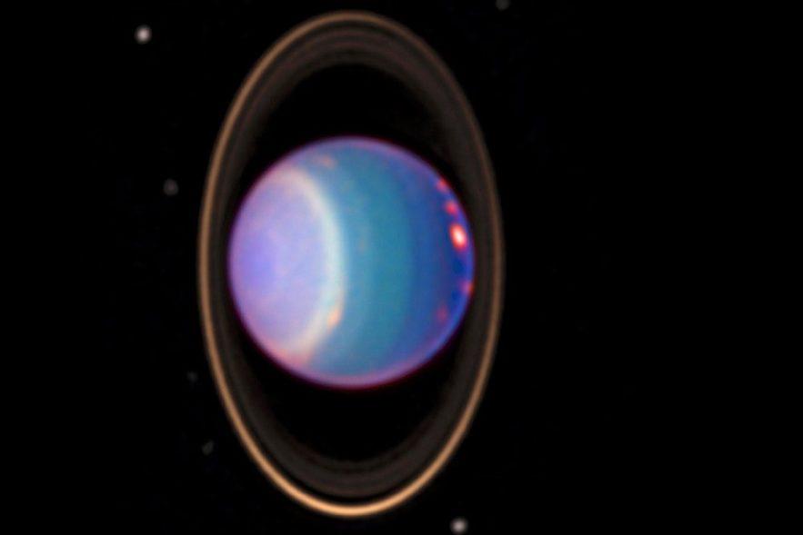 uranus anneaux et lunes dans son orbite