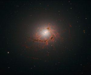 galaxie détruite trou noir supermassif