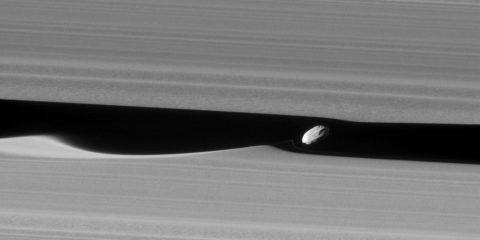 cassini saturne anneau a division keeler daphnis satellite naturel