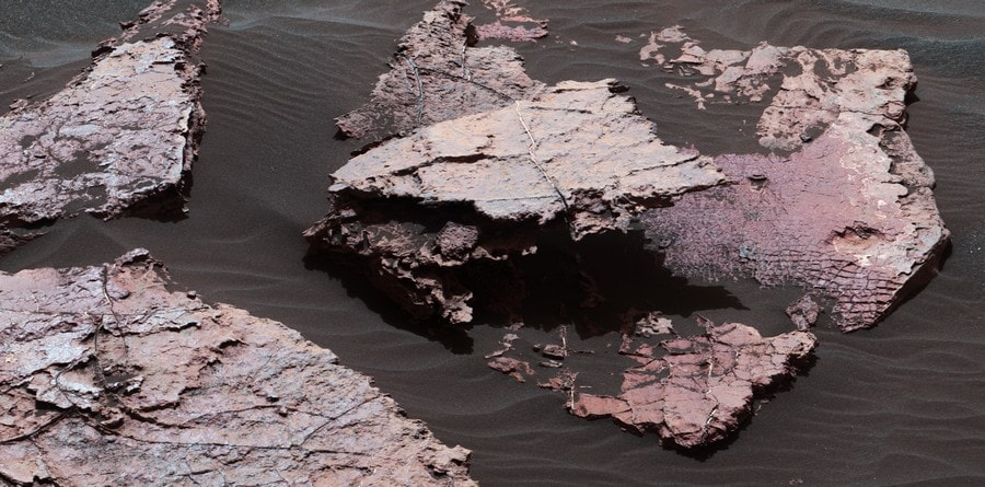 dessication fissures roche boue mars surface curiosity nasa