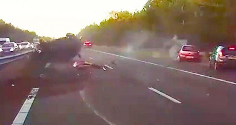 accident pilote autopilot tesla conduite assistée aide