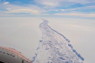 barriere de glace larsen c antarctique fissure faille vol