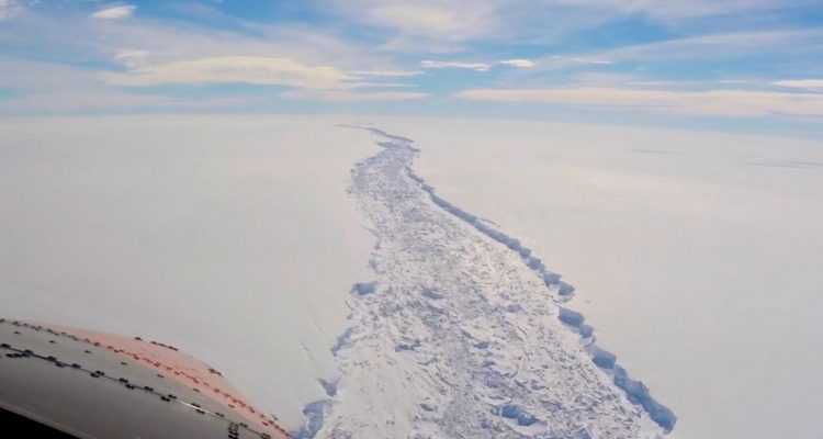 barriere de glace larsen c antarctique fissure faille vol