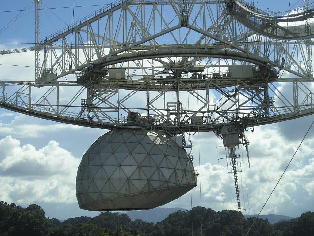 observatoire arecibo détails antenne detection signaux mysterieux