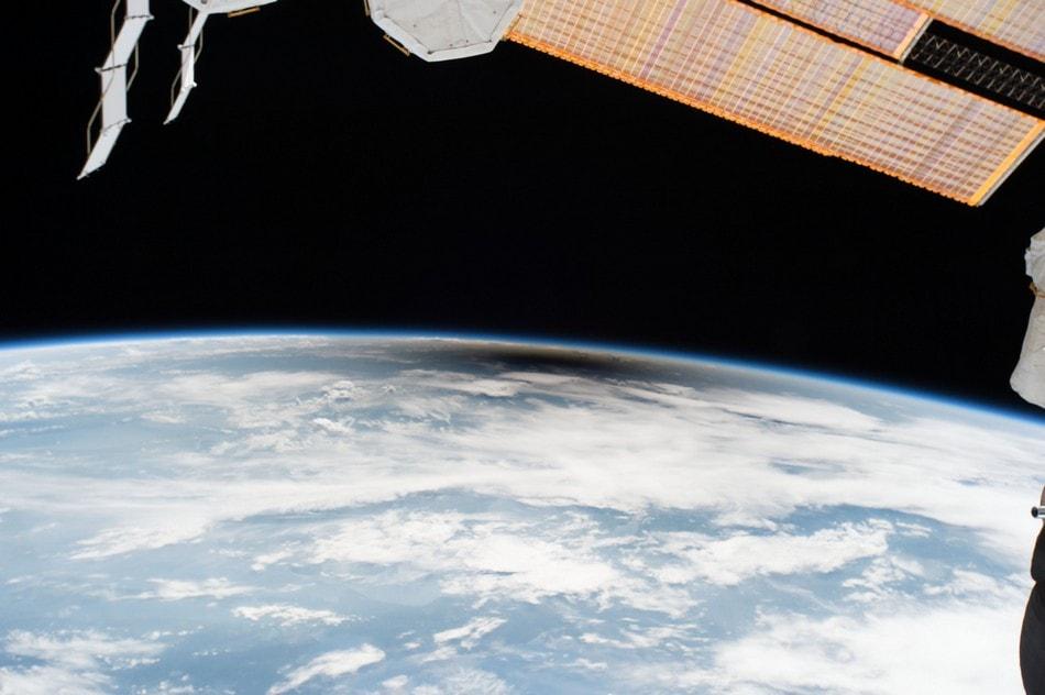 éclipse solaire ombre depuis la station internationale spatiale ISS