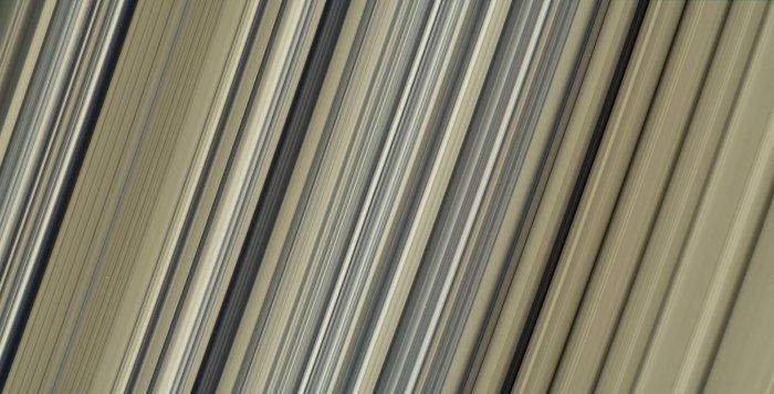 NASA JPL CALTECH Cassini Saturne anneaux sonde ondulations 2