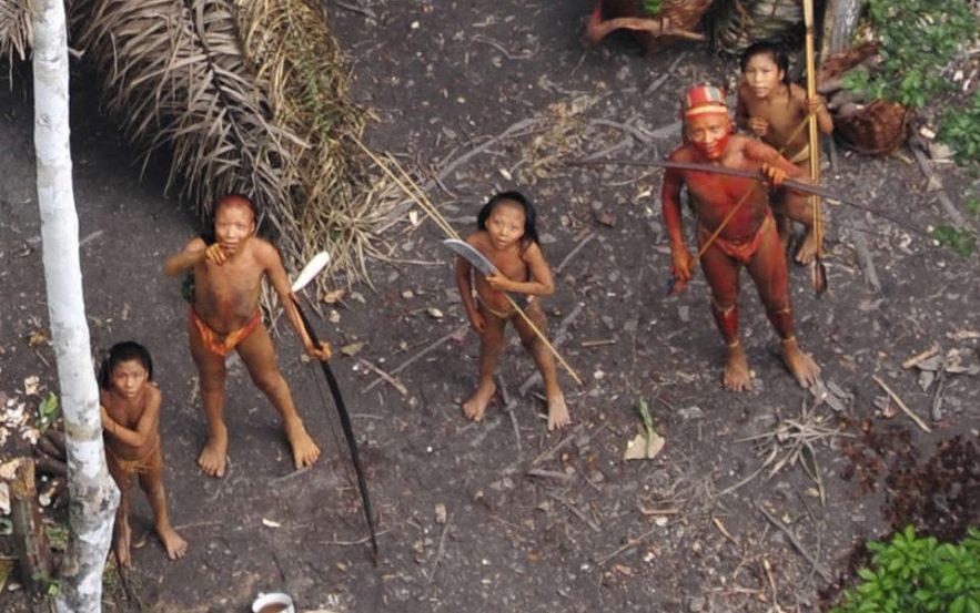 tribu amazonienne brésil brulé massacre mineur illégaux chercheurs or