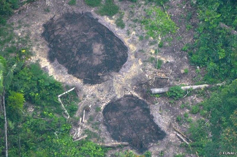 tribu amazonienne brésil brulé massacre