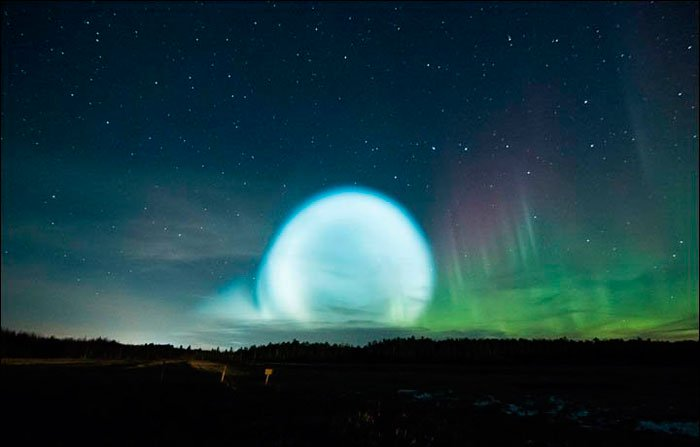 orbe lumineux mysterieux ciel aurore syberie missile tirs
