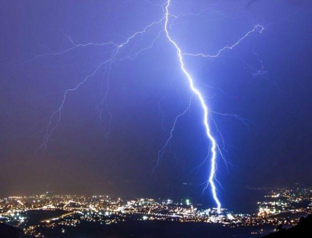 éclair foudre orage nucléaire réaction