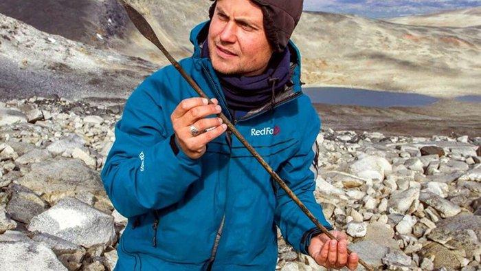 flèche artefact découverte archéologues glaciers glace fonte norvège jotunheimen