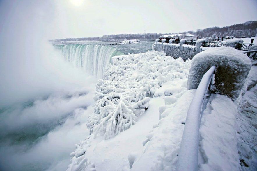 niagara chutes eau gelee froid extreme canada usa