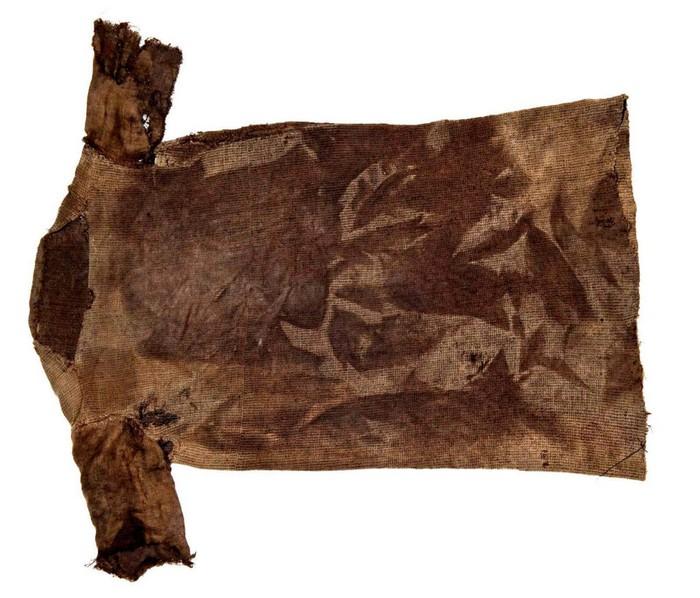 tunique age de fer bronze histoire historique découverte norvège glaciers fonte climat
