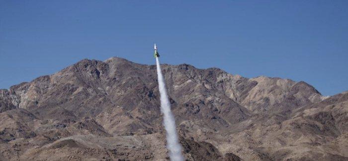 fusee lancement desert terre plate nasa astronautes