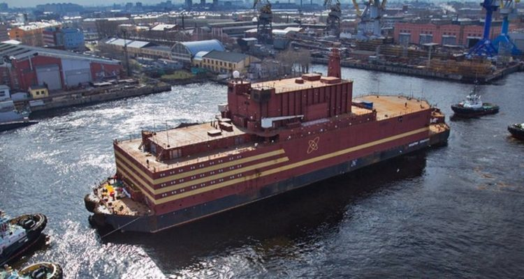 Une centrale nucléaire flottante effraie les écologistes — Russie