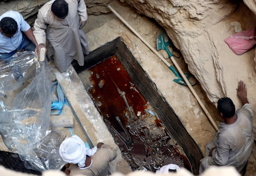 sarcophage géant egypte noir