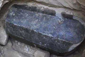 sarcophage granit noir egypte