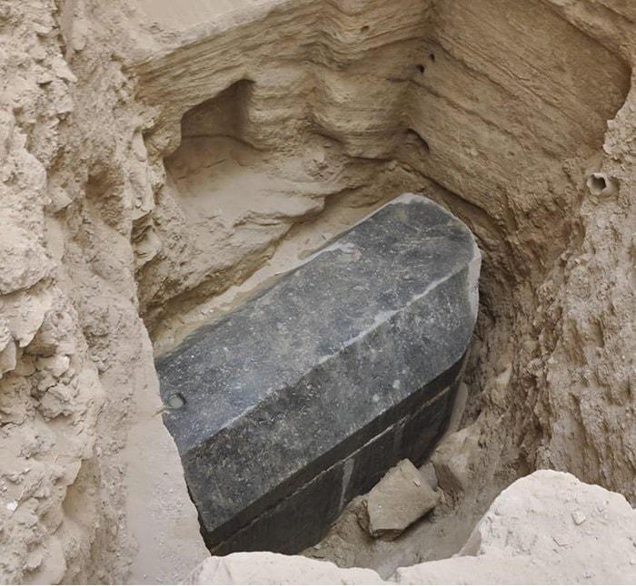 site sarcophage egypte granit noir