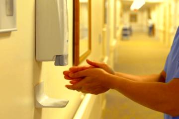 desinfectant mains alcool resistance bacteries