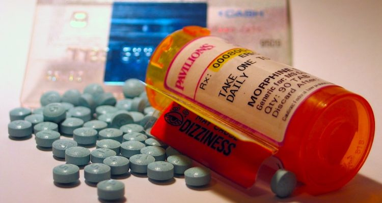morphine opiaces AT-121 dependance
