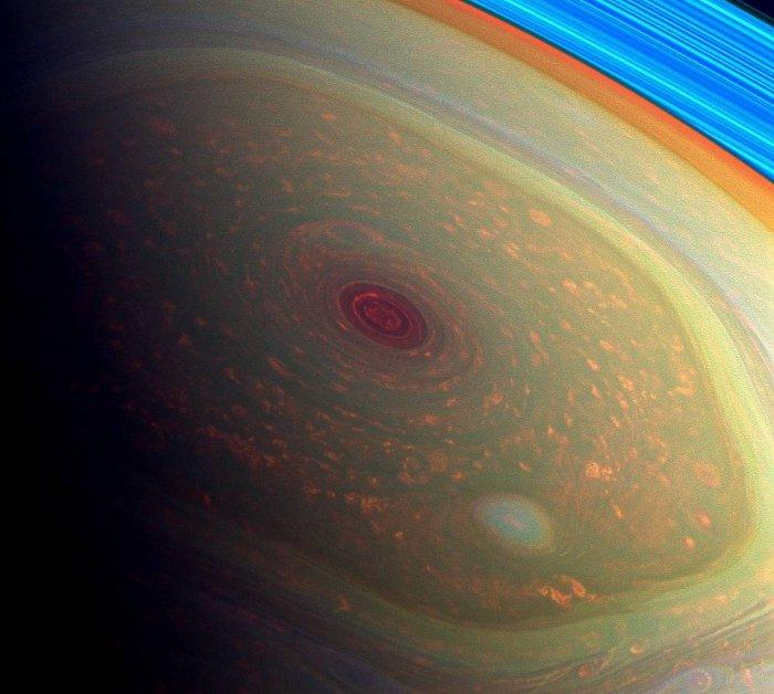 saturne hexagone cassini sonde mystere structure vent vortex