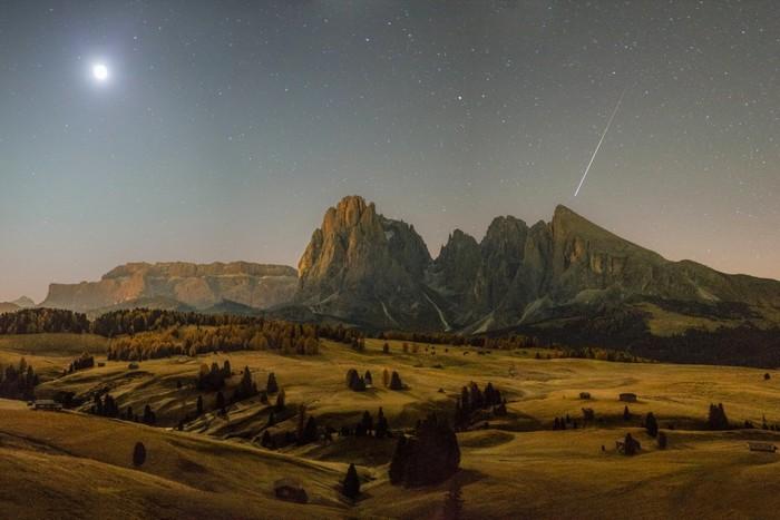montagnes lune etoile filante galaxie astronomie