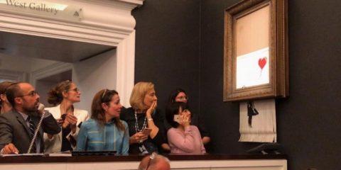 banksy vente aux encheres audo destruction oeuvre petite fille balon rouge coeur art