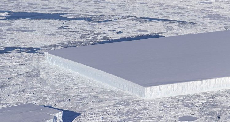 iceberg rectangulaire nasa octobre 2018