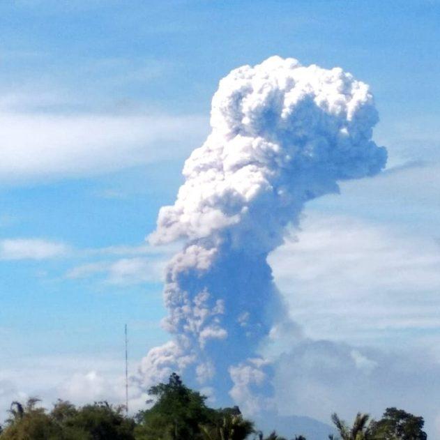 indonesie eruption volcanique