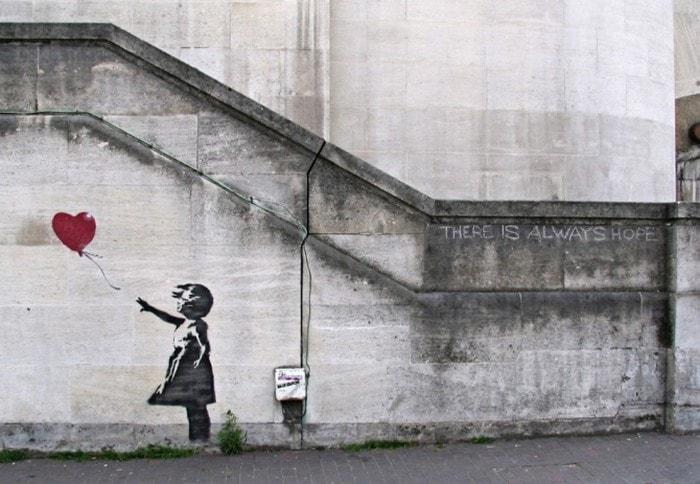 petite fille ballon art prank banksy vente encheres auto destruction