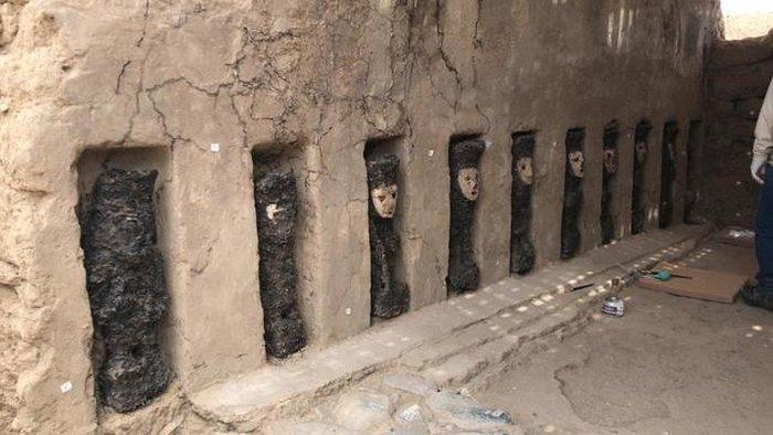 statues sculptures perou decouverte idoles bois argile mur