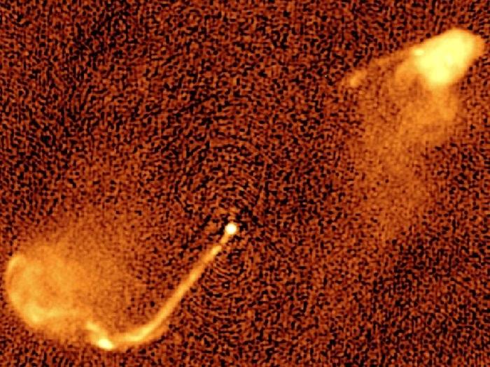 trou noir supermassif jet astronomique binaire systeme