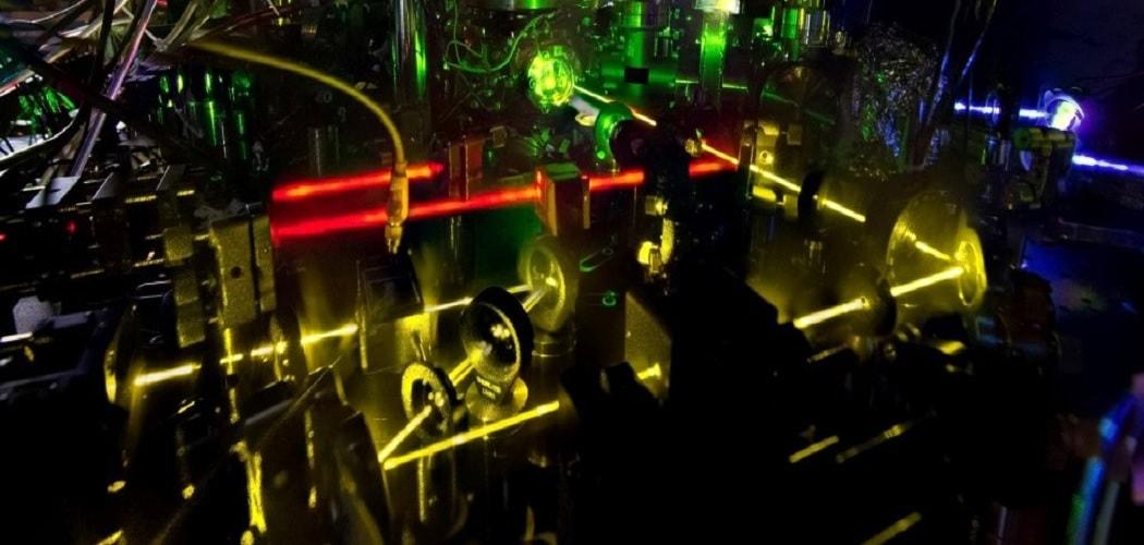 horloges atomiques ondes gravitationnelles