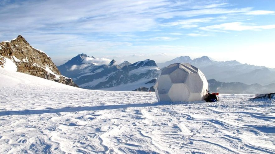montagne volcan eruption histoire sombre humanite peste glace glacier carotte
