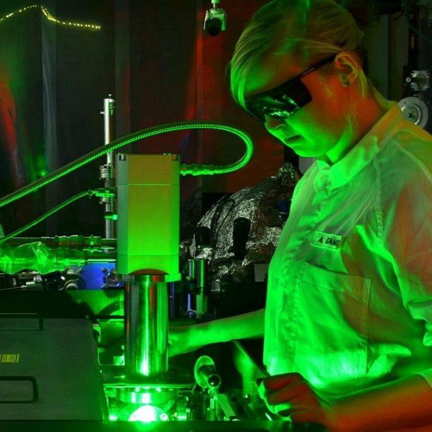 camera mouvements electrons