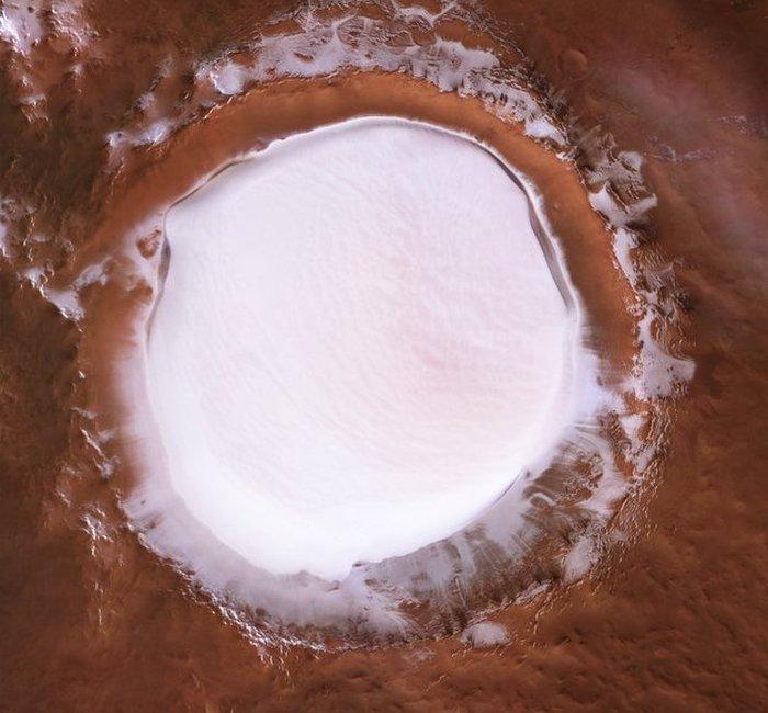 cratere glace korolev mars orbiter vue dessus