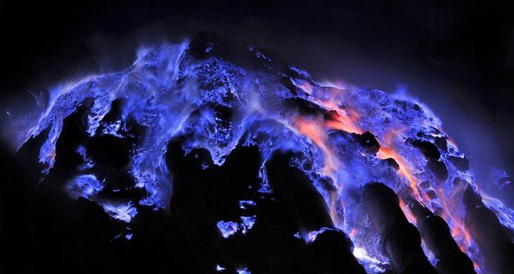 volcan lave bleue