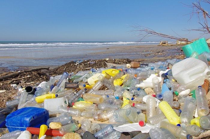 pollution plastique dechets eau oceans planete environnement transformation polymeres carburant fossile