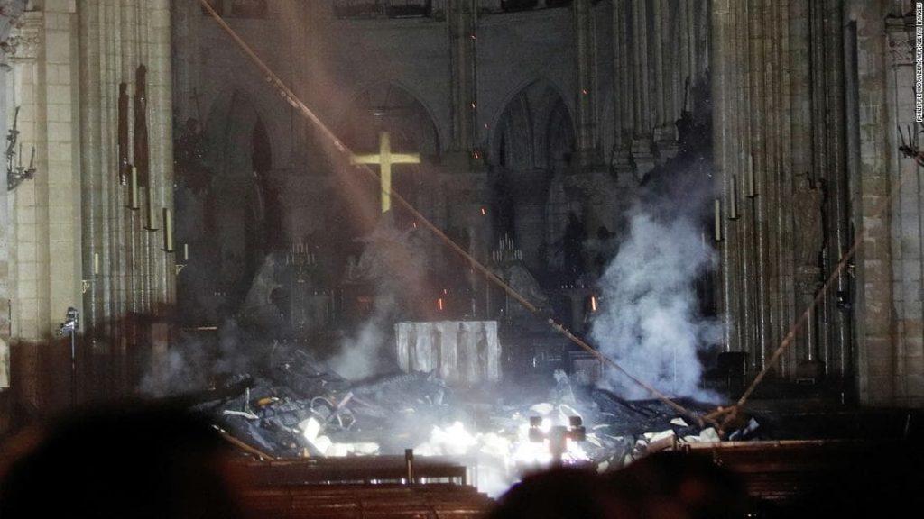 notre dame interieur flammes autel